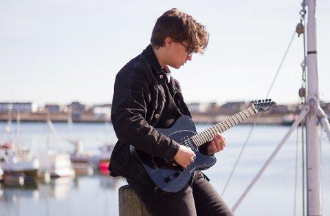 "SLUPPET SIN FØRSTE SINGEL: Christoffer Jankila (20) har nylig sluppet sin første singel gjennom musikkprosjektet ""Lie""."