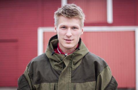 GRAVER FREM FORTIDEN: Noe av det Joakim Andreassen bruker fritiden sin på, er å grave frem minner fra fortiden. Der kan han finne mye spennende.