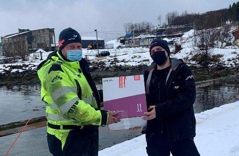 SALANGSVERKET: Ved Salangsverket fikk Kristian overlevert vaksinene. De ble tatt med tilbake til Hamnvik hvor Lars Johnsen ventet på å ta sjarmøretappen.