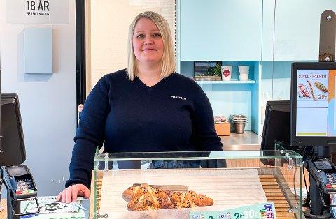 NY JOBB: Elisabeth Helland fra Narvik blir ny kjøpmann og daglig leder på Narvesen kiosken på Bryne.