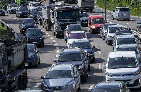 UTE Å KJØRE: Kjøredata fra 2020 viser at de som kjører Tesla og tyske biler har mest å gå på bak rattet. De som kjører asiatiske biler. PRESSEFOTO
