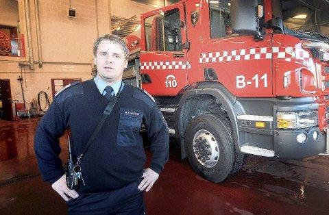 Morten Meen Gallefos i arbeidsagruppa bekrefter at dersom politikerne følger arbeidsgruppas anbefalinger, så må det bygges større brannstasjon på Eik i Bamble.