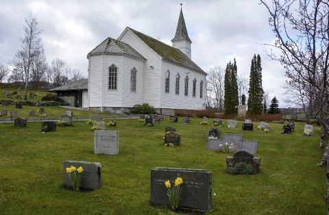 NYTENKING: Dette området ved Husnes kyrkje kan vera aktuelt for minnelund og/eller gravplassar for urner.