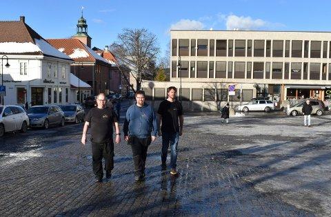 MINI-MARKEN: Fra venstre: Roger Haugen, Morgan Brokke og Harald Fossholt, som alle jobber på ASVO-torget, skal være med å arrangere mini-Marken som starter onsdag 28. februar.
