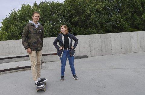 KLARE FOR KURS: Benjamin Andreassen fra Lofoten Skateboarding og Camilla Indrevoll fra Qltura ser fram til skateboardkurs med instruktører fra Bodø. Begge foto: Karianne Steen