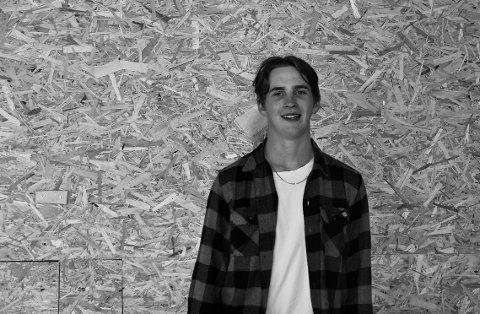Fornøyd: Å få tilbringe litt tid i skaterampen gjør Tobias Henriksen (16) fornøyd.