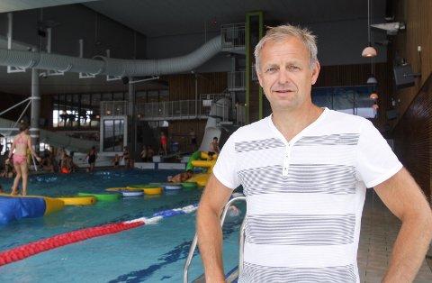 SØRLANDSBADET: Daglig leder i Sørlandsbadet, Atle Homme ønsker at gjestene skal vaske seg skikkelig før de går i badet.