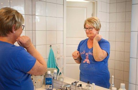 Ragnhild Lervik Johansen fra Son fikk i juni påvist brystkreft. Nå er hun operert og går på cellegift. Hun stiller til intervju mellom to cellegiftkurer for å fortelle om sykdommen og for å sette fokus på årets Rosa sløyfe-aksjon.