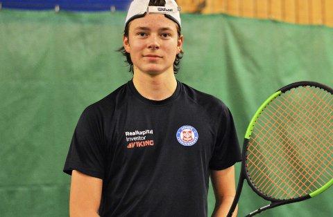 I form: Jacob Krefting viser stadig utvikling på tennisbanen. Foto: Petter Andresen