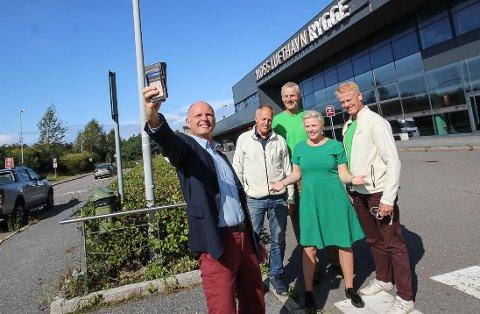 VIL GJENÅPNE RYGGE: Senterpartiet går til valg på gjenåpning av Rygge, og mener at flyplassen kan ta unna veksttrafikken på Gardermoen. - På den måten kan vi unngå bygging av en 3. rullebane på Gardermoen, mener fra partiets 1. kandidat i Moss, Tor Petter Ekroll, 2. kandidat for Sp Viken, Olav Skinnes, fylkesleder for Senterpartiet i Østfold, Simen Gjølsjø, 1. kandidat Sp Viken,  Anne Beathe Kristiansen Tvinnereim og Johan Edvard Grimstad, Sp Vikens 3. kandidat.
