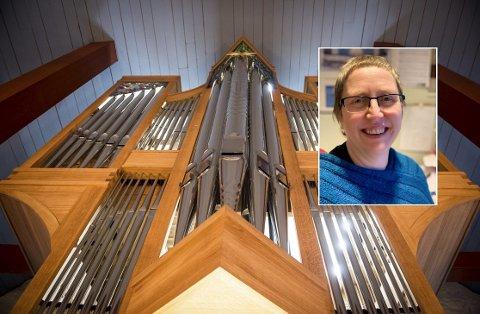 SPILLER I RANEM KIRKE: Kantor og orgelkonsulent Kristin Eek er en av de fremste på sitt felt i gamle Nord-Trøndelag, og skal vise det nye orgelet i Ranem kirke i all sin prakt til helga.