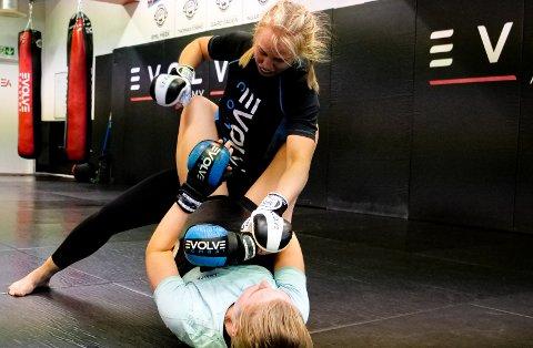 Maria Kaald Andersen er den eneste kvinnen som satser på MMA i Trondheim i følge treneren.
