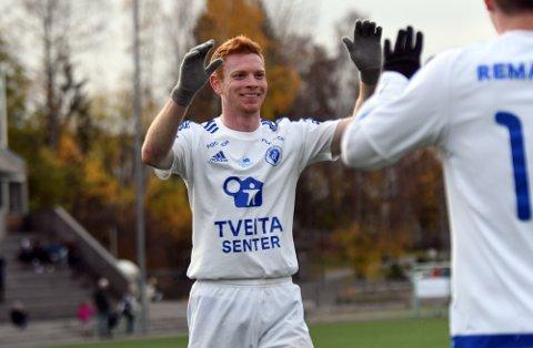 BLIR MED VIDERE: Kristian Bjørseth takker ikke nei til PostNord-ligaen med barndomsklubben Oppsal. Mot Ready avsluttet han sesongen med hattrick.