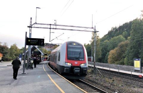 STENGES: Store deler av Østfoldbanen blir stengt for trafikk på slutten av påsken. Arkivfoto: Nina Schyberg Olsen