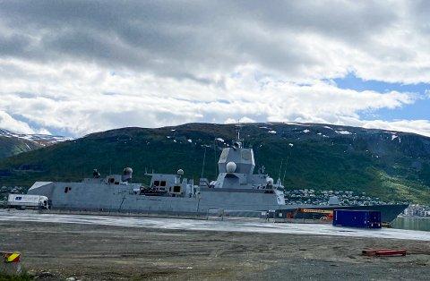 TROMSØ: Sjøforsvarets KNM Thor Heyerdahl ligger nå til kai i Breivika i Tromsø.