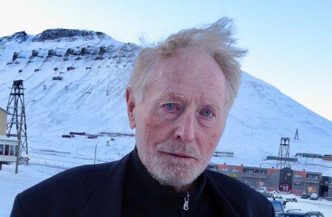 HELT: Robert Hermansen er gammel helt på Svalbard etter at han fikk lønnsomheten i gruvene sist gang kulldriften lå dødsdømt. Han har bolig i Longyearbyen, kontor her - og mener det vil være penger å hente med fortsatt utvinning av kull.