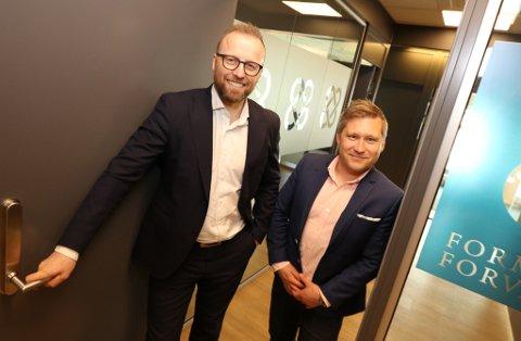 ÅPNER OPP FOR FLERE: Kontoret til Formuesforvaltning i Tromsø teller nå seks ansatte etter at de nå har rekruttert Geir Åge Johansen fra Nordea (til høyre). Og de kan fort bli enda flere. Til venstre: avdelingsleder Hugo Bardo.