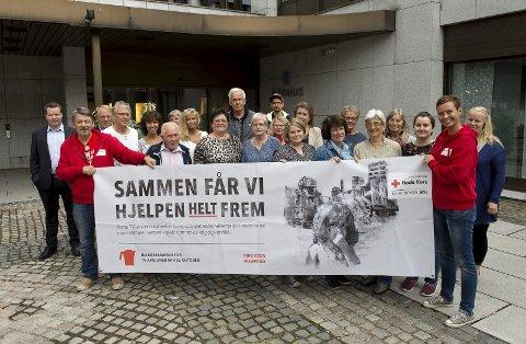 Aksjonsfolket: Her er arbeidsgjengen i GLT regionen med Wiggo Slåttsveen og Elin Jorstad i front før aksjonen ble gjennomført.