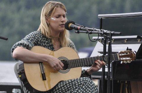 Inderlig: Susanne Sundfør var uvant, men ikke ukomfortabel med å spille solo, og flere av låtene hadde godt av den dempende behandlingen. FOTO: Tor Arne Brekne