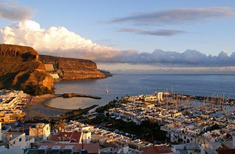 SALG: Salget på Syden-reiser har stoppet helt opp, sier reisebransjen. Her fra Mogán på Gran Canaria.