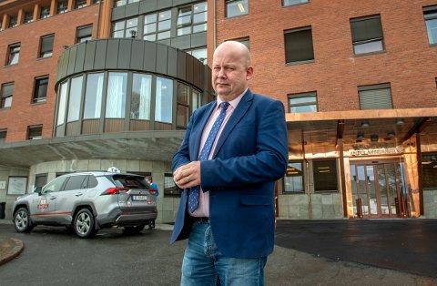 FORNØYD: Ordfører Torvild Sveen i Gjøvik er fornøyd med toppsjefen i Helse sør-øst sin anbefaling.