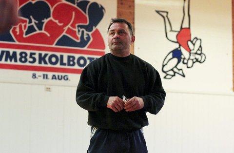 RETUR: Den gamle storbryteren Lars Rønningen har vært trener i klubben tidligere. Nå er han tilbake for å forvalte de mange talentene i klubben. I brytehuset på Sofiemyr legges det igjen litervis med svette. OL i Tokyo i 2020 er et mål for mange.FOTO: Atle Larsson