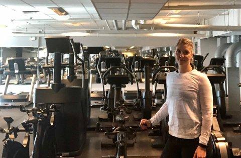 BEKYMRET: Daglig leder ved Family Sports Club på Ski Storsenter, Lone Stenseth, er bekymret for medlemmenes psykiske helse i forbindelse med nedstengningen av treningssenteret.