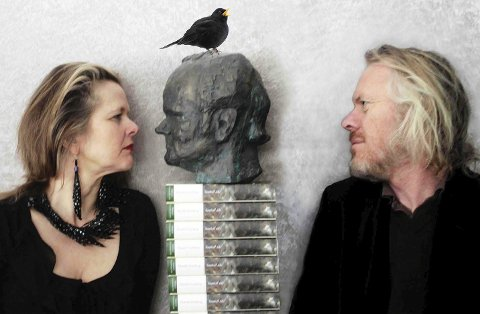 LESER: Elfi Sverdrup og Torstein Andersen leser dikt av Harald Sverdrup på Sanden Scenen denne torsdagen.