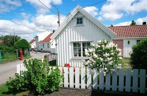 SAUEGATA på Østre Halsen har navn etter en folkelig forvrengning av «Sauggaden,» d.v.s. «Saggata».