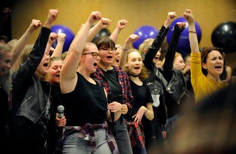 American Idiot: Ungdomsopprør og stort engasjement fra musikk- og danselinja ved Thor Heyerdahl videregående skole.