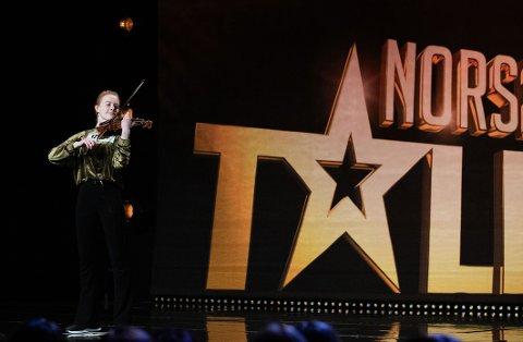 HÅPER PÅ FINALE: Rebecca Nøstrud Isaksen imponerte alle i første runde. Nå håper hun på støtte og finaleplass i Norske Talenter.