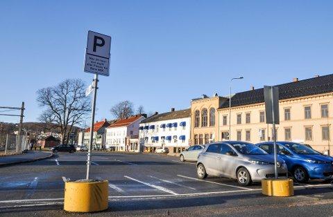 PRISØKNING: Parkering på kommunale avgiftsparkeringsplasser, som her på Essotomta, ble 150% dyrere over nyttår.