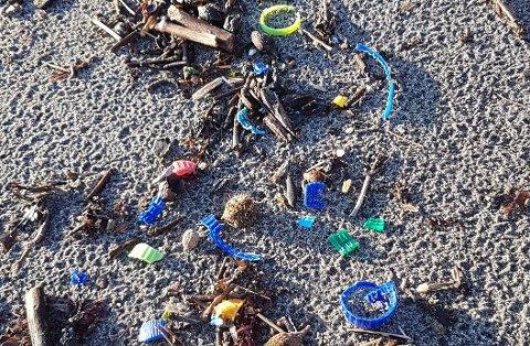 IGJEN: For to år siden tipset Kurt Nilsen ØP om korksøppel på strender i Larvik. Nå har søppelet dukket opp på nytt.