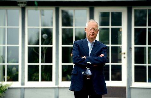 DØDE 73 ÅR GAMMEL: Johan C. Løken døde mandag morgen. Her på gården i Heradsbygd i Elverum.