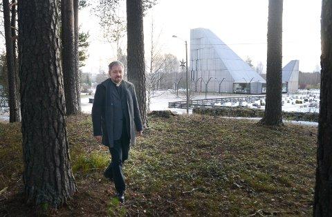 TREKKER FOLK: Sokneprest Einar Vannebo er populær og trekker stadig flere tl gudstjenestene i Våler.