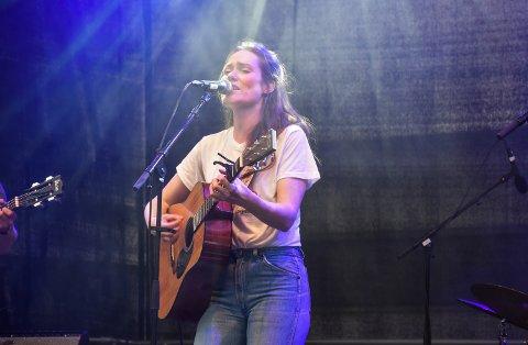 I STORFORM: Spellemannsprisvinner og elverumsing Signe M. Rustad holdt siste konserten på festivalen Sammen i Elverum. Hun var i storform for et lydhørt publikum.