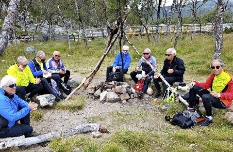 RAST PÅ EN AV TURENE: Fra venstre; Terje Fuglevik, Jan Magne Nakken, Terje Fagernes Olsen, Kjell Hamar, Ulf Jahre, Øivind Jacobsen, Frank Ronander og Roar Borgen.