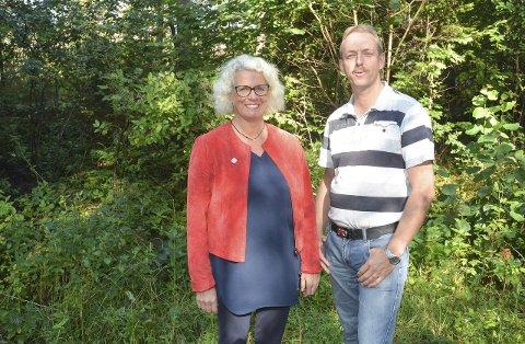 Hege Braathen (Ap) og Torstein Dahl (Sp) har jobbet for å bedre forholdene rundt Bamble helsehus og Dammane. Nå har de fått klarsignal til å få ryddet skogen som skiller dem og helsehuset på bildet også, og de er snart i mål med sine fanesaker.