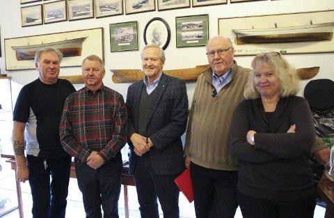 Fra venstre: Kristen Kristiansen (kasserer), formann Helge A. Larsen, varaformann Sverre Stavseth, Kjell Ivar Brynsrud og utviklingsleder ved DuVerden Bente Amandussen.