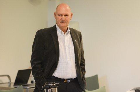 Rådmann Marthinsen ber om svar på om Voksenopplæringen skal ut på flyttefot.