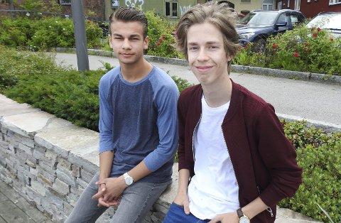 Godt valg: Kristoffer Stenbakk og Brede Bjerkseth har begge valgt yrkesfaglig på videregående, og de angrer ikke. Nå oppfordrer de flere til å gjøre som dem. Det er for få som søker yrkesfaglig i Telemark.