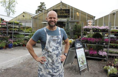 Bjarne Bryn sier at samarbeidet med Rema 1000 vil bidra til å holde liv i de 22 arbeidsplassene ved gartneriet på Stridsklev.