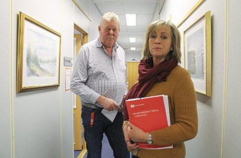 Tore Nygaard og Nina Lund får rapporter fra fortvilte ansatte i eldreomsorgen. De melder om skyhøyt sykefravær, og at det ikke er lett å se eldre og syke mennesker i øynene når forholdene nok en gang skyldes penger og innsparing.
