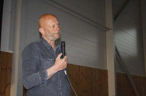 FOLKEMØTE: Administrerende direktør Stein Lier-Hansen i Norsk Industri deltok på folkemøte om deponi i Skjærgårdshallen i Langesund i mai 2016. Nå ber han norske myndigheter sørge for at det kommer på plass en løsning for et nytt deponi når NOAHs anlegg på Langøya er fullt.