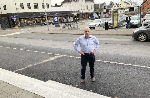 STORT TORG: – Nytt torg må bli byrom også for butikkene. Høyre vil ikke redusere antall parkeringsplasser så mye som det legges opp til, sier Esben Storvand.