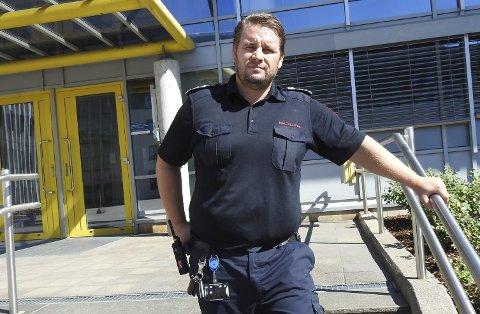 Brannsjef Morten Meen Gallefos forteller at brannvesenet i Porsgrunn torsdag måtte rykke ut etter melding om at noen trosset grillforbudet og fyrte opp grillen på Risøya. Brannbåten fra Brevik tok oppdraget og fikk stanset galskapen.