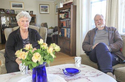 TAR DET MED FATNING: – Akkurat når det gjelder oss to og vår situasjon har vi reagert, men generelt synes vi Bamble kommune har vært flinke i hele prosessen, sier ekteparet Laila (77) og Rolf Linneberg (79) fra hjemmet sitt i Ørvikvegen.