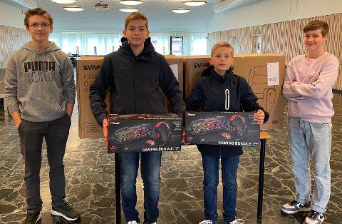 Fine premier: Det var gaming-stoler og gaming-pakker til vinnerene etter e-sport konkurransen.