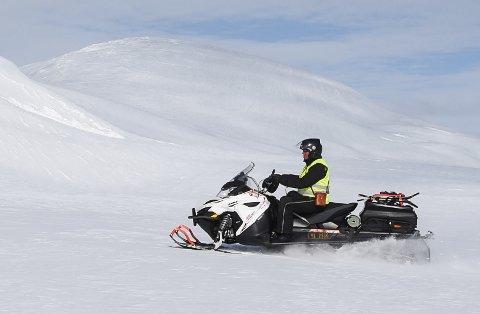 Det er stor støtte til rekreasjonskjøring med snøscooter. – Det betyr kolossalt mye for ranværingene, mener Senterpartiets Johan Petter Røssvoll.