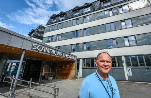 - Hos oss ved Scandic Meyergården mister ingen jobben selv om Scandic-kjeden nasjonalt kutter tusen årsverk, sier hotelldirektør Ove Bromseth.